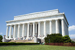 Lincoln_Memorial_Close-Up