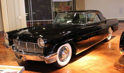 800px-1956-lincoln-continental-mark-ii-06622