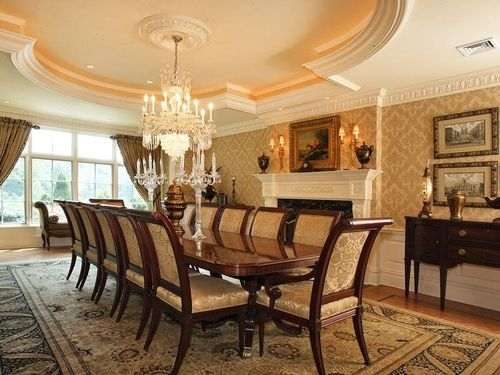 The-dining-room-is-classy-but-resembles-grandmas-house
