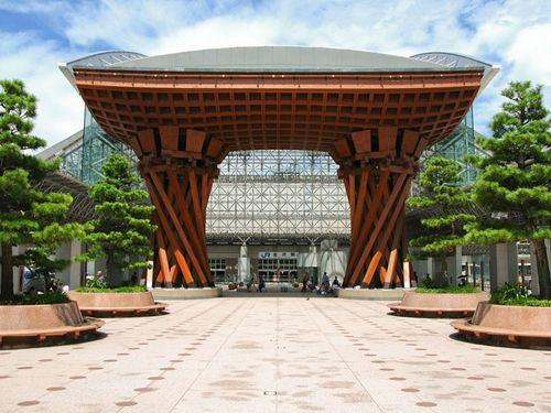 Item10_rendition_slideshowWideHorizontal_kanazawa-station-japan-pf-alamy