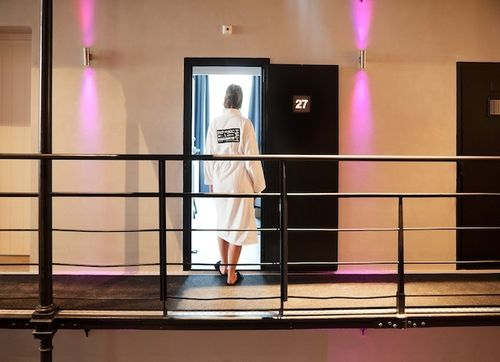 Pay-to-Sleep-in-Jail-Former-Dutch-Prison-Turned-Luxe-Hotel-1