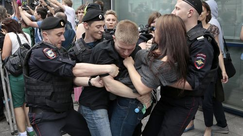 Russia_gay_rights_protest_061113
