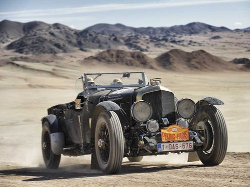 Paris-to-peking-rally-2013-car-99-a-1950-bentley-mkv1-special-drives-through-the-sands