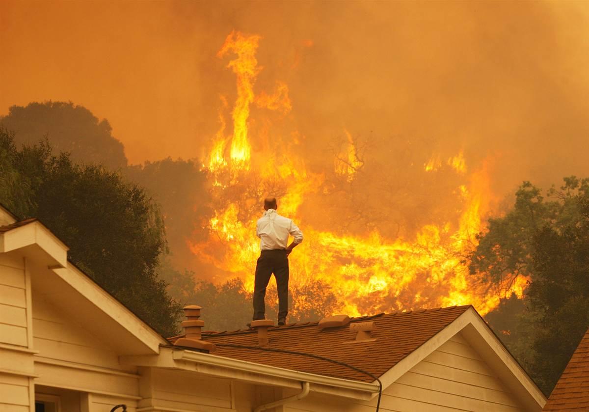 Bomberos detienen el avance de tres grandes incendios en Grecia