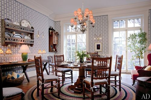 Item8_size_0_0_celebrity-dining-rooms-09-woody-allen