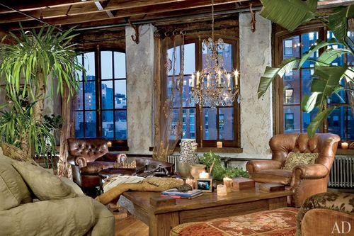 Item8_rendition_slideshowWideHorizontal_celebrity-living-rooms-09-gerard-butler