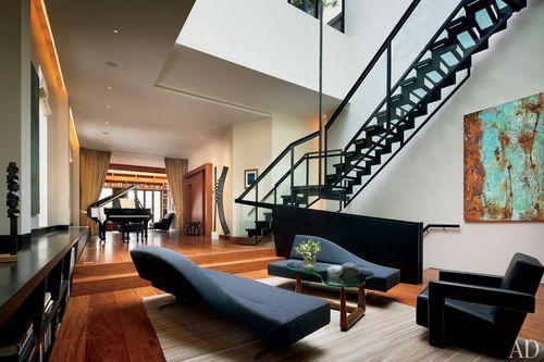 Item3_rendition_slideshowWideHorizontal_celebrity-living-rooms-04-joshua-bell