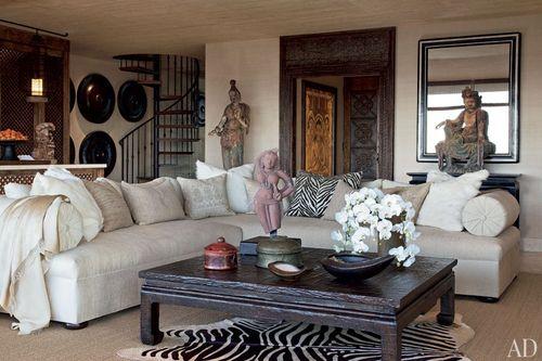 Item10_rendition_slideshowWideHorizontal_celebrity-living-rooms-01-cher