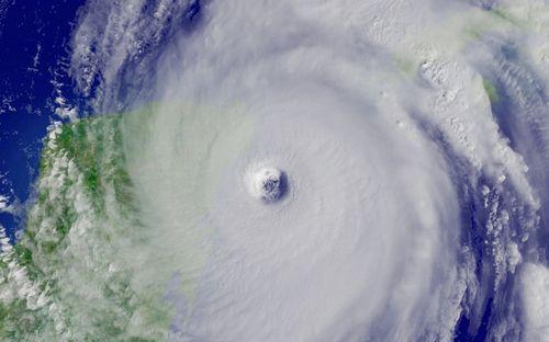 0101-0510-2300-2703_satellite_image_of_hurricane_wilmas_eye_m