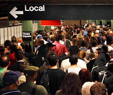 201310-w-worlds-most-crowded-subways-new-york-city
