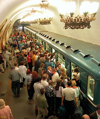 201310-w-worlds-most-crowded-subways-moscow-russia