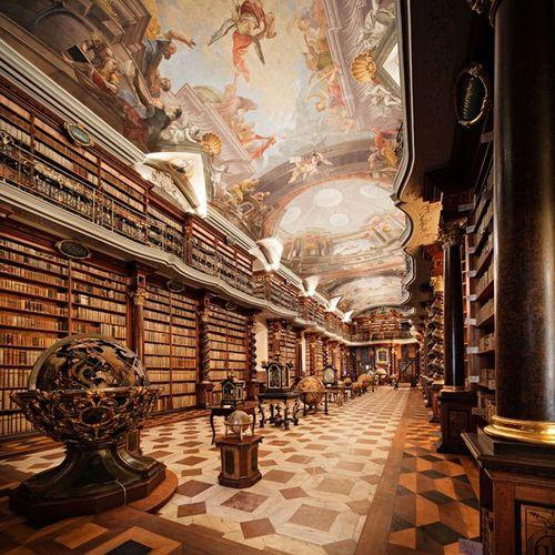 Item9_rendition_slideshowWideVertical_libraries-10-clementinum