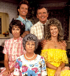 Mamasfamily_cast_240x260_053020041834