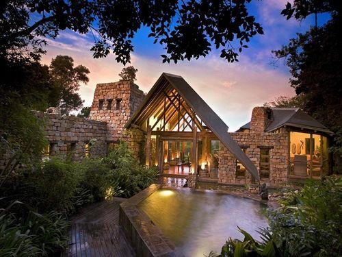 Item1_rendition_slideshowWideHorizontal_tsala-treetop-lodge-south-africa-2