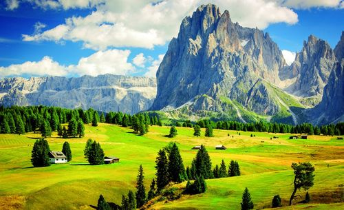 The-dolomites-in-italy-are-among-the-worlds-most-distinctive-mountainscapes