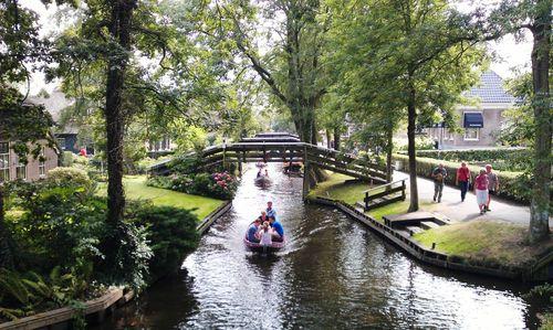 Giethoorn-canals-b