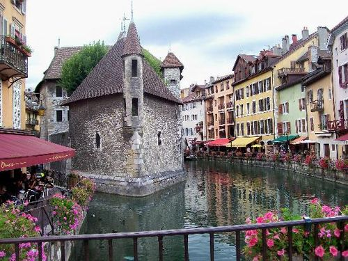 Beautiful-annecy-canals