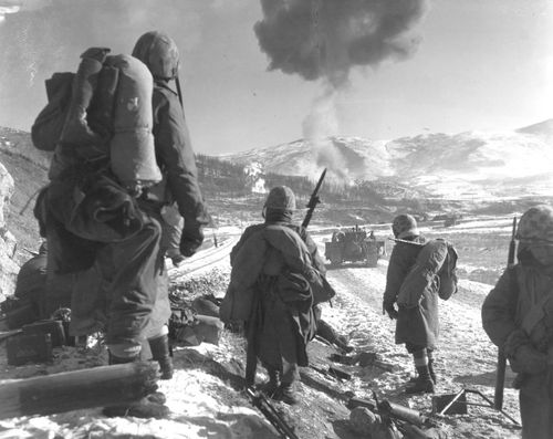 Orean-invasion-of-south-korea-prompted-americans-entry-in-the-korean-war-this-photo-from-1950-shows-both-marine-air-and-ground-units-supporting-this-operation