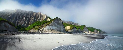 White-rocks-iturup-island_73637_990x410
