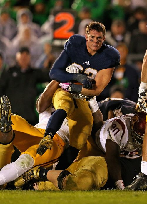 Notre-dames-cam-mcdaniel-looks-like-a-model-while-getting-tackled-against-usc