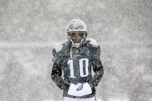 Eagles-wide-receiver-desean-jackson-stays-warm