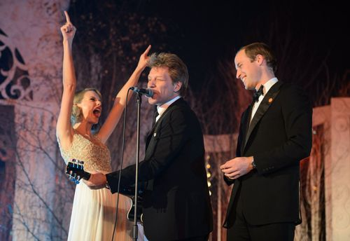 Nov-26-taylor-swift-rocked-out-with-bon-jovi-and-prince-william-at-the-centrepoint-gala-dinner-in-london