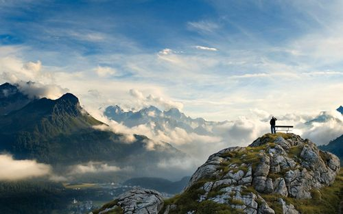 Bench-on-top-of-the-world-1440x900